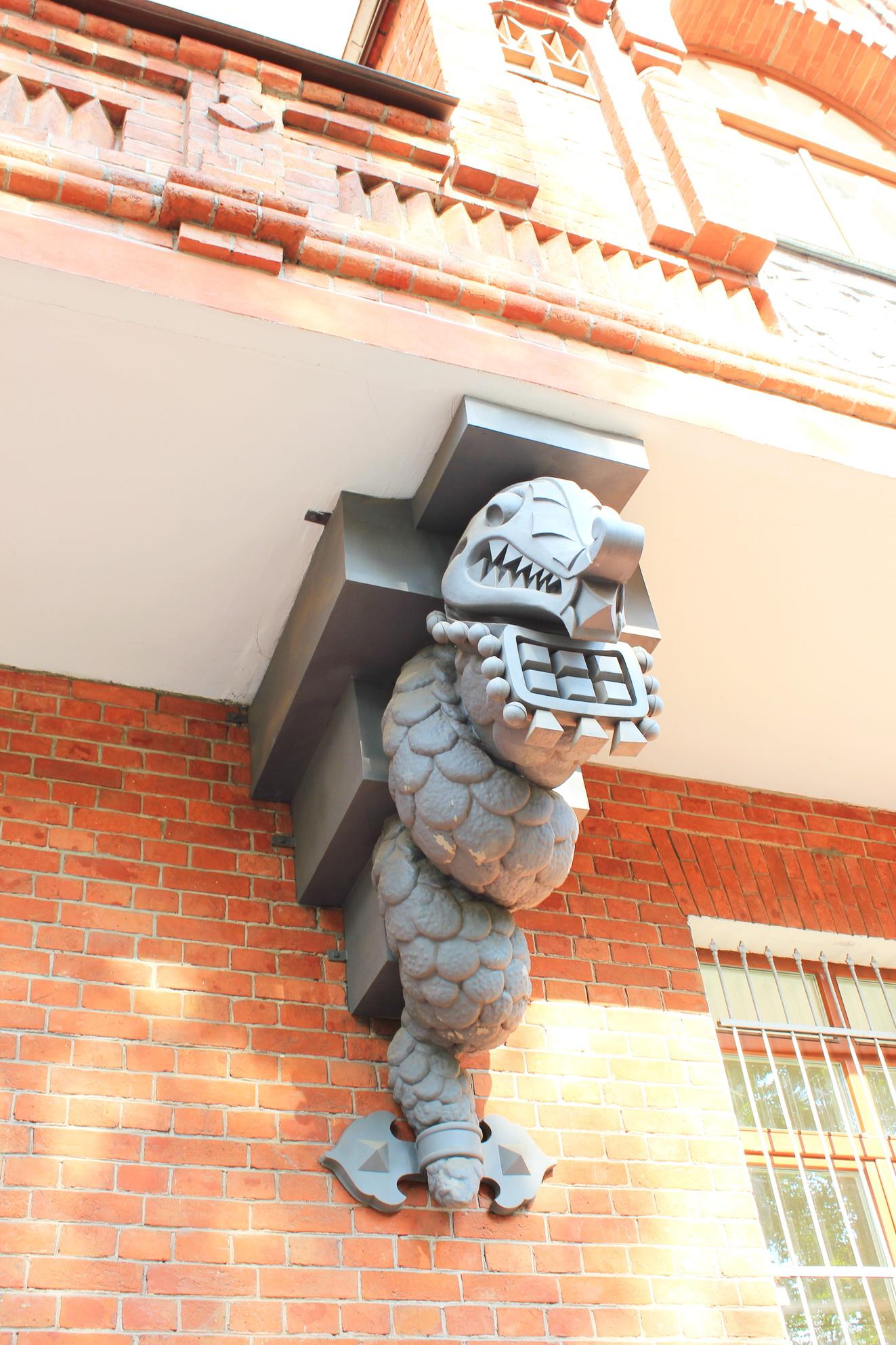 Драконообразный змей, он же  Змей Горыныч скрученный и усмирённый:)