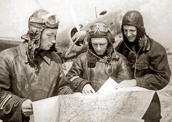 Экипаж бомбардировщика ДБ-3 https://ru.wikipedia.org/wiki/Бомбардировки_Берлина_советской_авиацией_в_1941_году