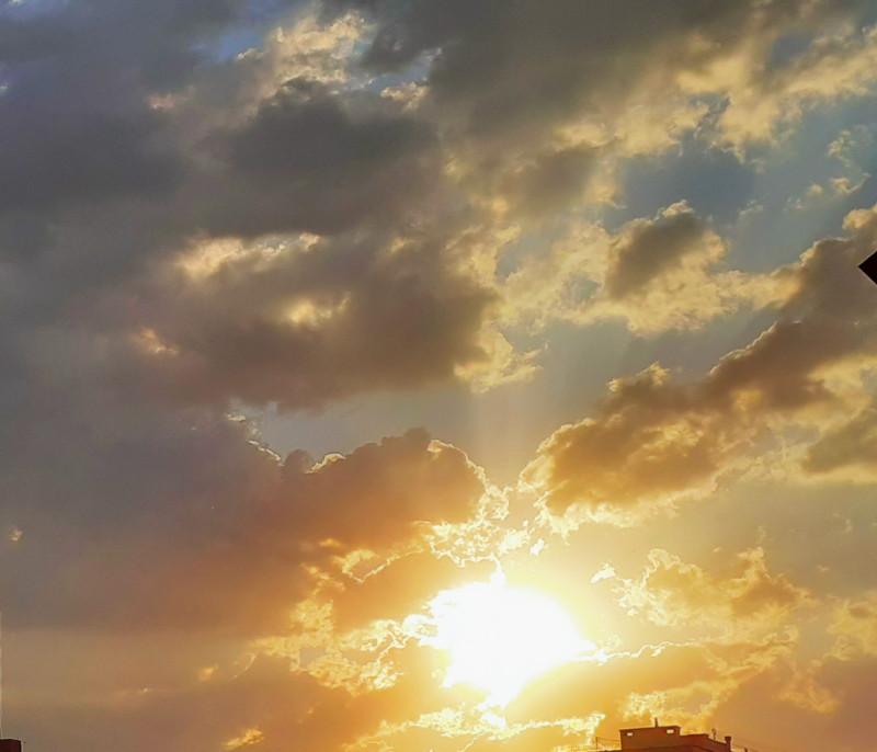(Прозаическое и полное философии для меня) стихотворение  Николая Николаевича Асеева про небо было написано в 1956 году, то есть в Оттепель...