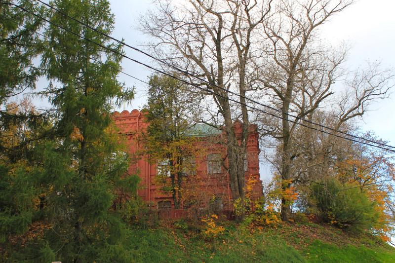 В историческом центре Сергиева Посада в 1980 году в столетнем особняке из красного кирпича на радость  детям и взрослым был открыт Музей игрушки — внизу Келарский пруд, а напротив Троице-Сергиева лавра