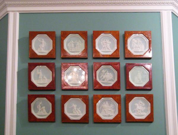 Medallions_by_Fyodor_Tolstoy_(Prechistenka,_Tolstoy_museum)_by_shakko