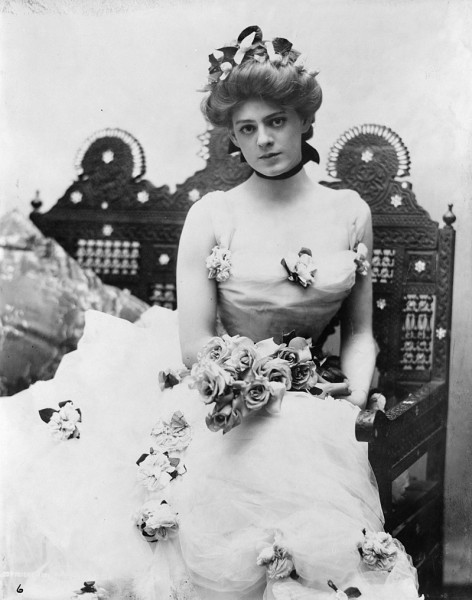 800px-Ethel_Barrymore,_three-quarter_length_portrait,_seated,_facing_front