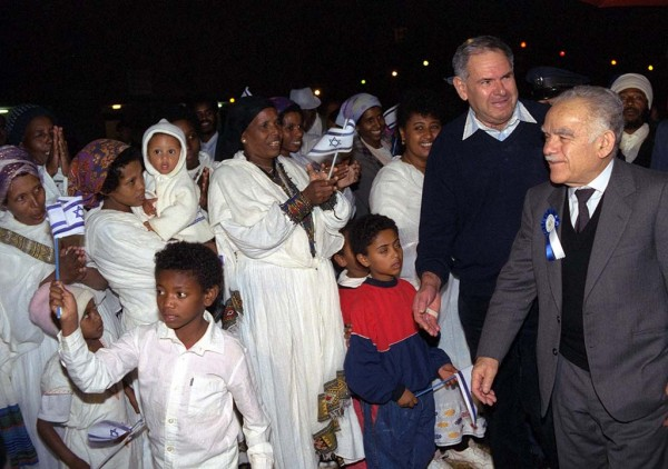 Ethiopian_immigrants_and_PM_Yitzhak_Shamir_Hedera_Absorption_Center_Israel_1991