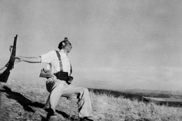 robert-capa-war-photographer-death-of-loyalist-soldier-high-quality