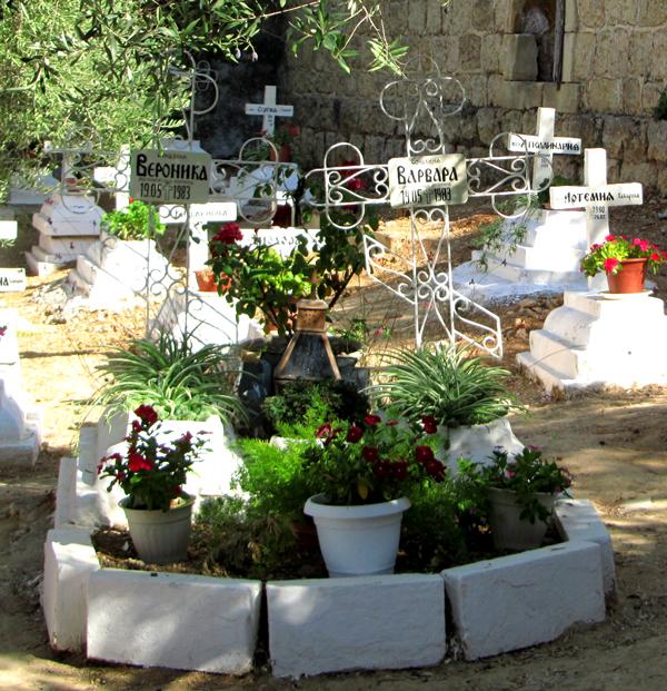 Горний могилы Вероники и Варвары 1