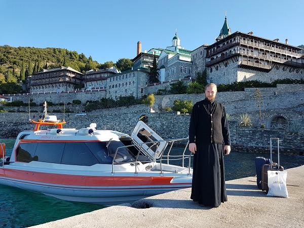 Пристань Пантелеимонова монастыря. Уезжаем с Афона. О. Василий мал