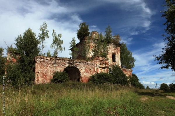 Воскресенская церковь, село Белое Пошехонского района, 2014 г..jpg