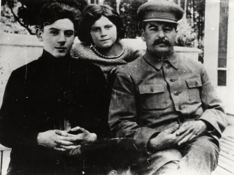 Сталин с детьми