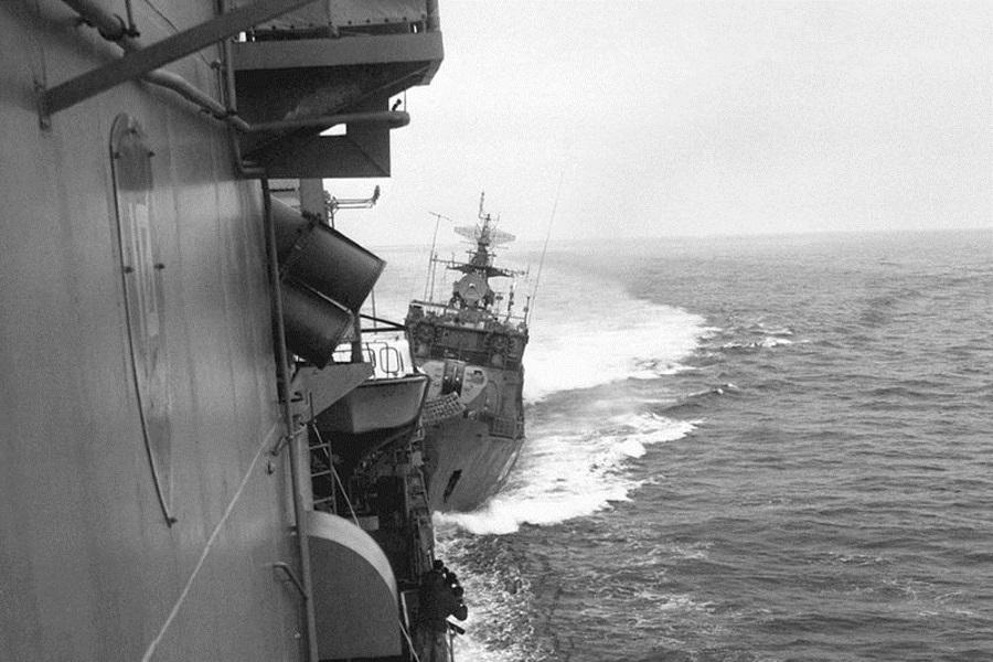 СКР-6 и эсминец Кэрон