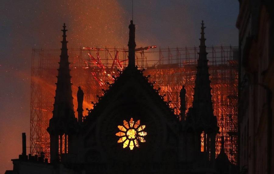 пожар в Нотр-Дам де Пари