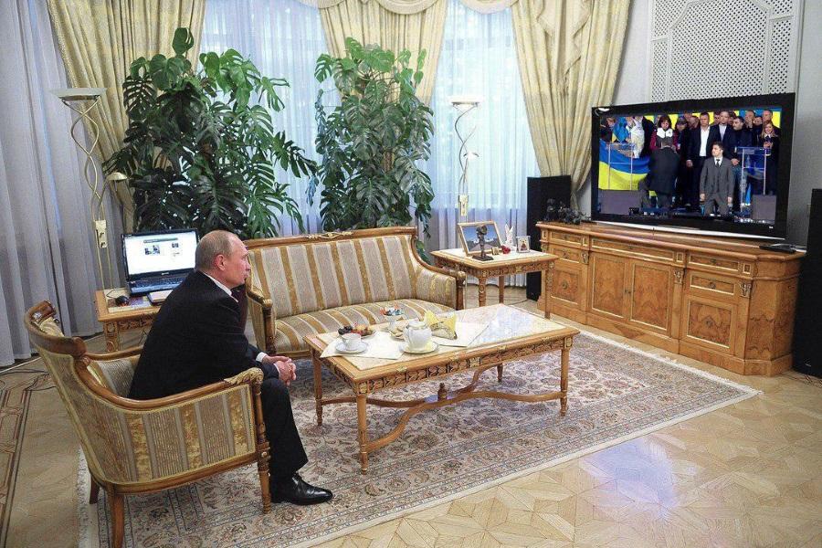 Путин смотрит цирк