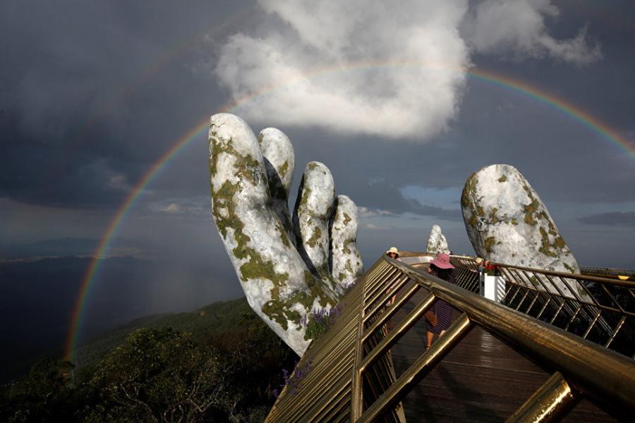радуга над Золотым мостом в Дананге