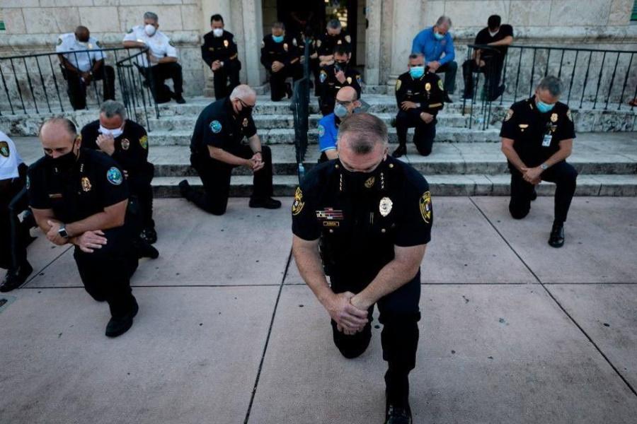 полиция с народом