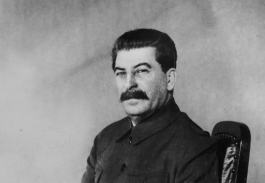Сталин наблюдает
