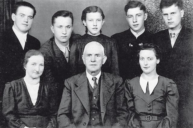 Мария Лангталер и спасённые ею русские