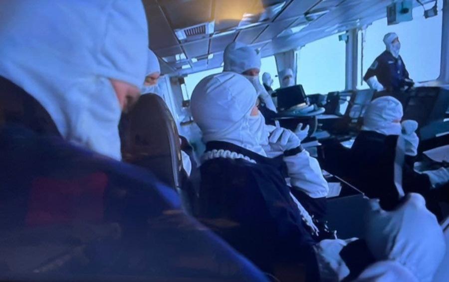 эсминец HMS Defender, боевая тревога