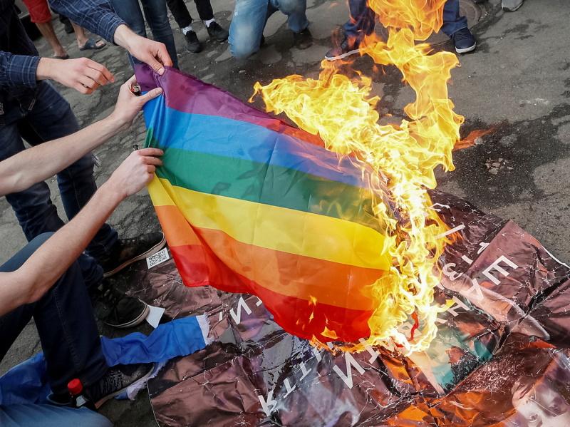 сожжение радужного флага