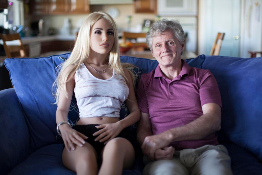 секс-кукла и дедушка