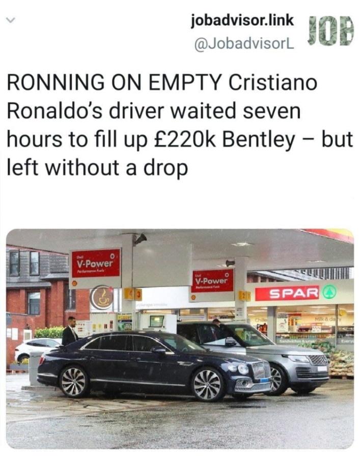водитель Рональдо на заправке