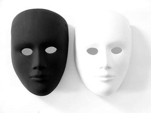 чёрная и белая маски