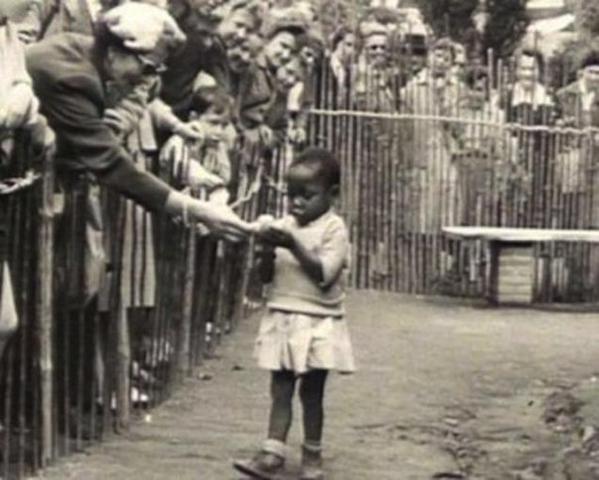 девочка-негритёнок в зоопарке_Бельгия 1958 год
