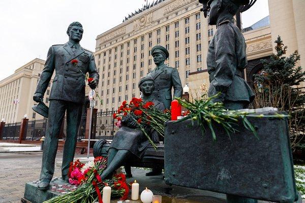 памятник Офицеры