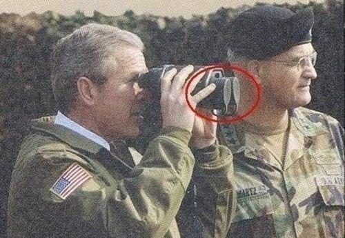 Буш с биноклем