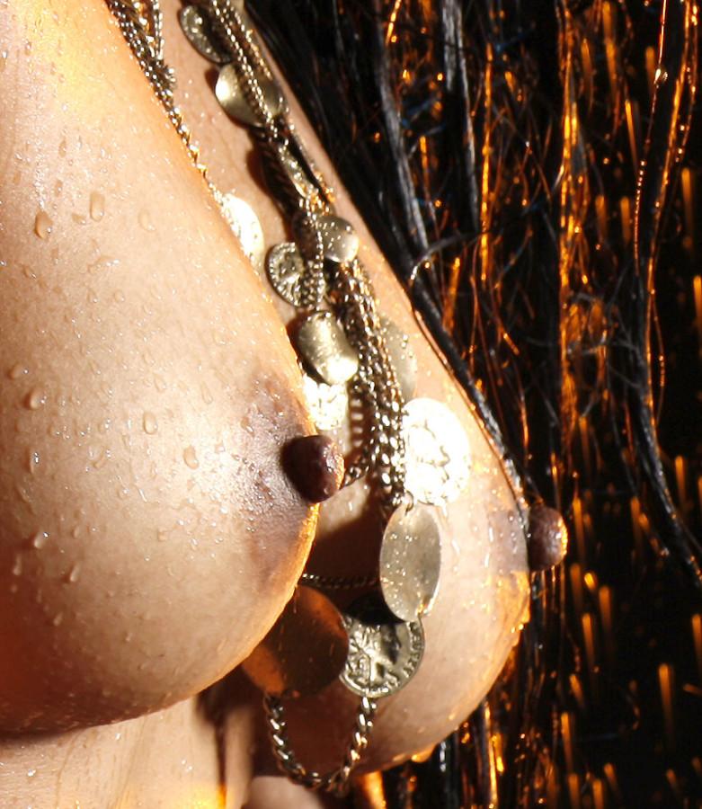 мокрая грудь 1