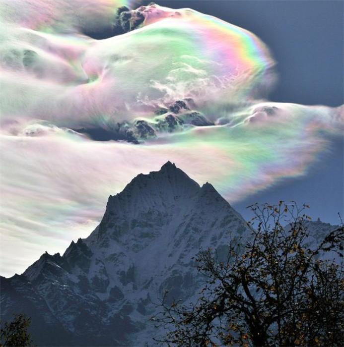 гора и небо