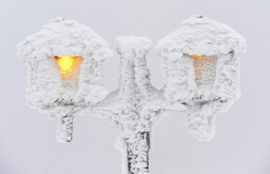 фонарь в снегу