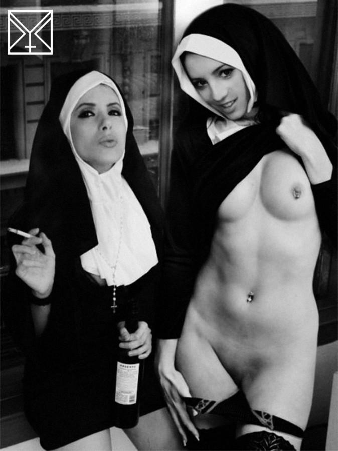 монахини ночью