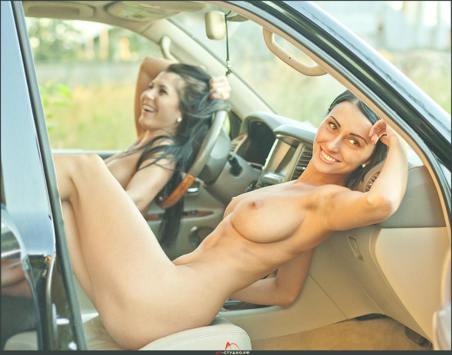 девушки в машине