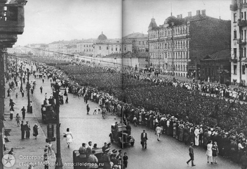 пленные немцы_42 тыс_3.5 км в длину