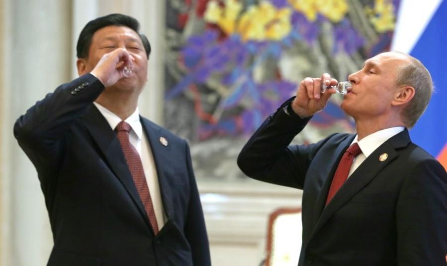 Путин и Си, по рюмашке