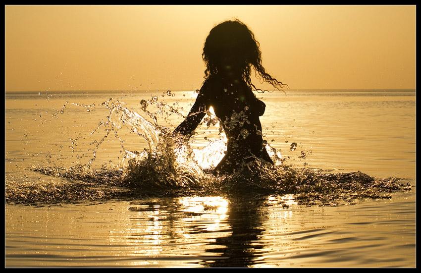 девушка в воде 1