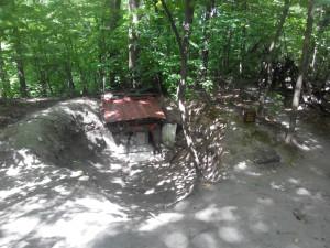 Христианское святилище в лесу