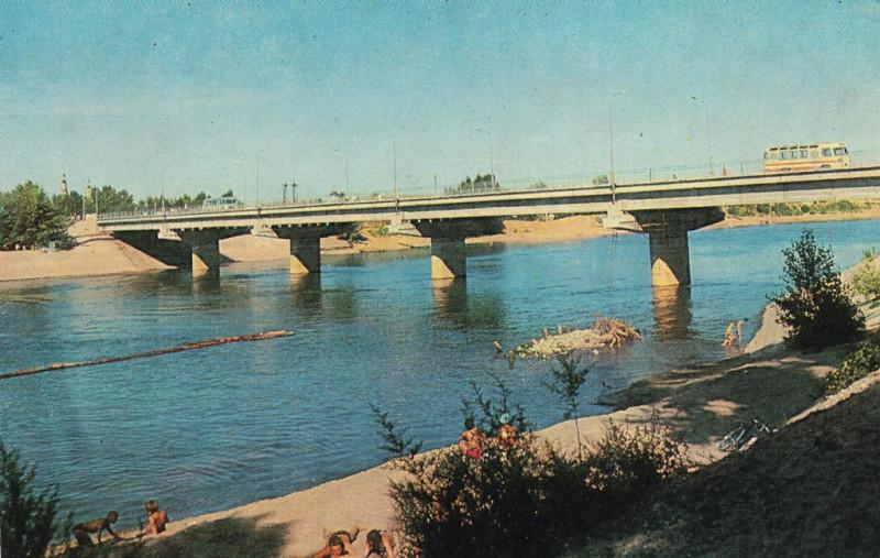 Протока и мост через неё