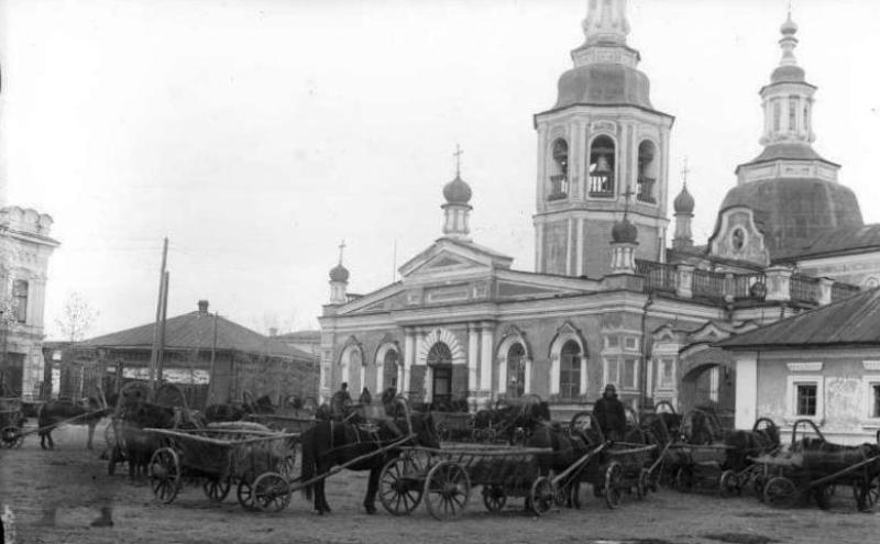 Обоз с зерном перед Спасским собором, Минусинск 1933 год.