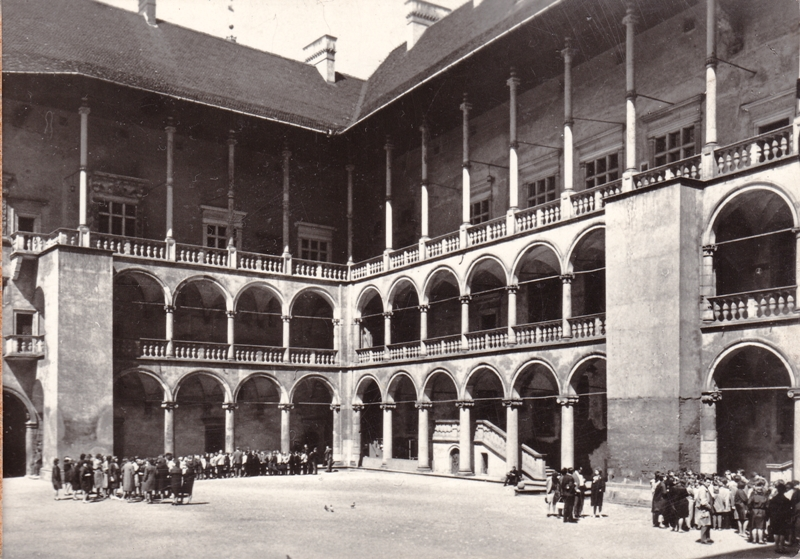 Внутренний двор королевского замка.