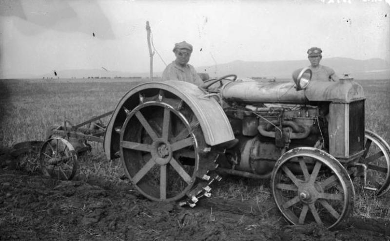 """Фото Кравченко Ф.П. коммуна """"Минусинский гигант"""" 1930 г."""