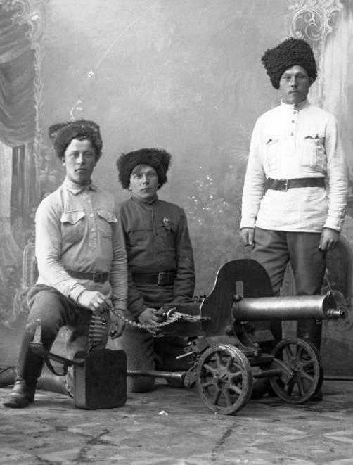 Партизаны. Фото сделано в ателье Станчуса 2 мая 1920 года.