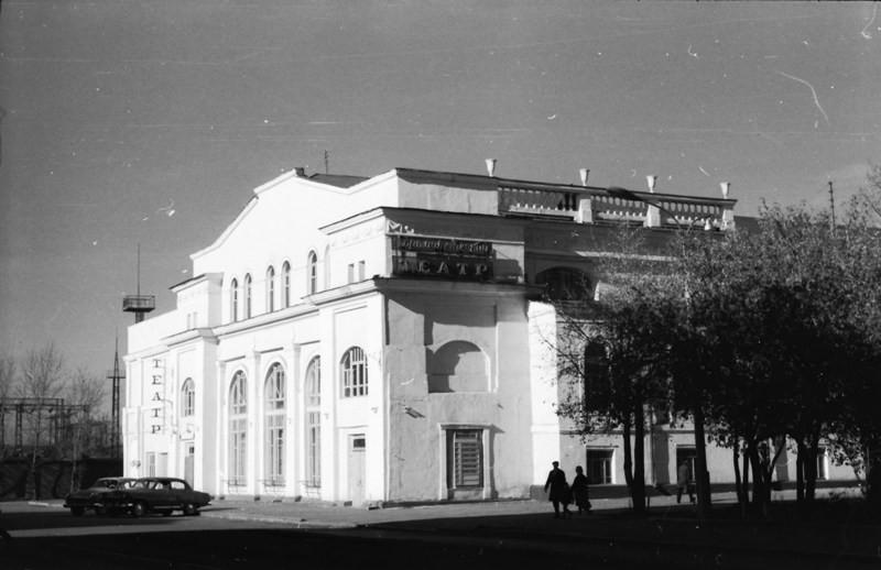 Драматический театр. В декабре 1977года театр переедет в новое здание, а в этом здании будет размещен ТЮЗ.