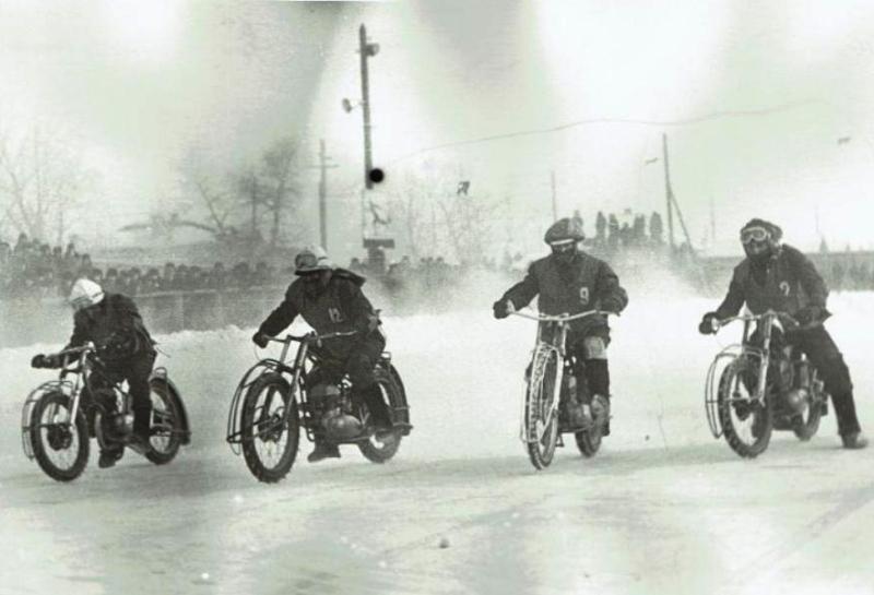Гонщики на старте, фото Грудцын Г.А.