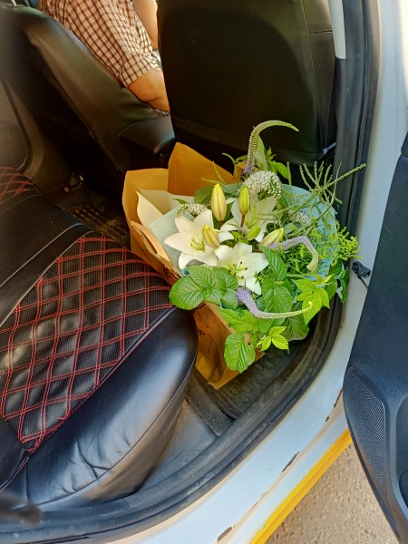 Такси вручило мне пакет! В пакете он - мужской букет! IMG20210709132640.jpg
