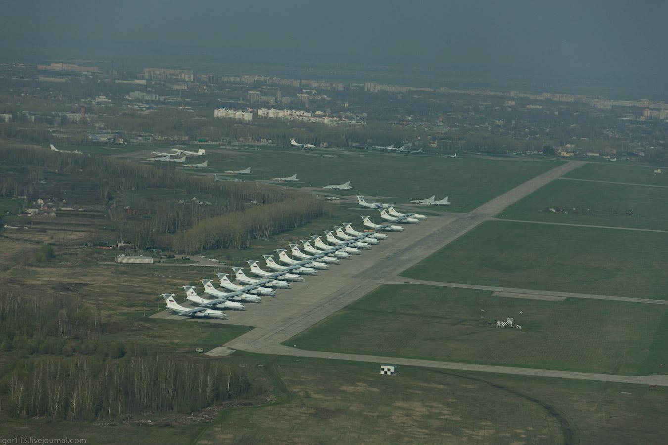Слева большой набор самолетов ил 78