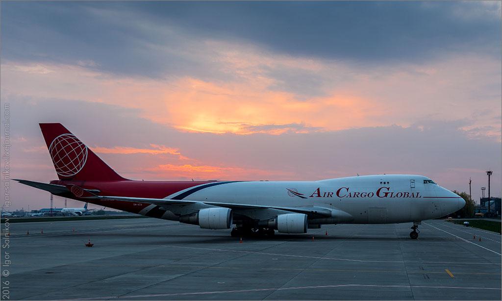 споттинг аэропорт Борисполь Киев восход Солнце самолет Boeing 747 OM-ACA