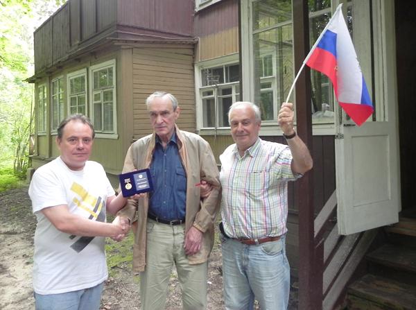 2013.07.19_Витюк награждает Котюкова_small