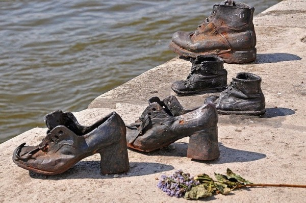 Памятник на набережной 01