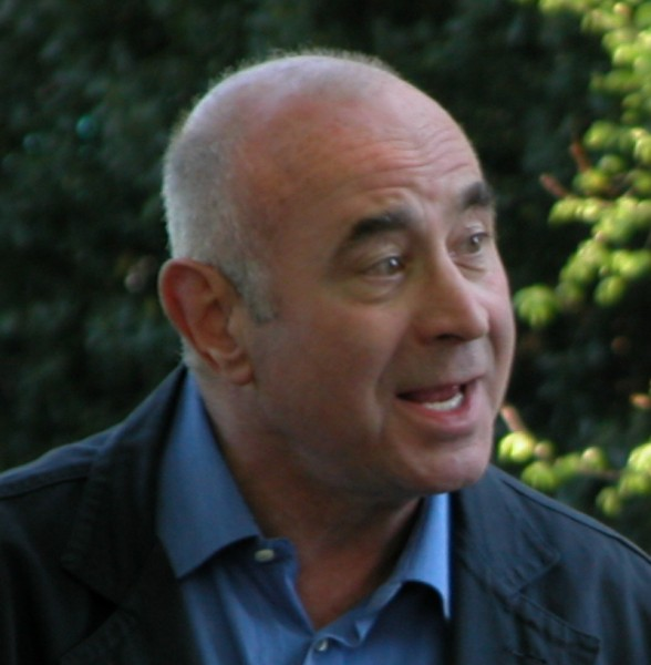 15.Bob_hoskins_filming_ruby_blue_cropped