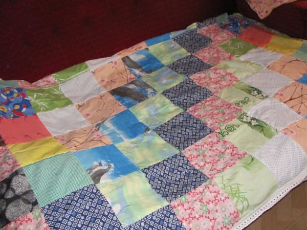 старое тканьевое одеяло.